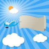 Avion dans le ciel avec la bannière vide de la publicité pour votre texte Photographie stock libre de droits
