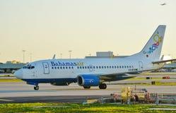 Avion de Bahamasair au MIA d'aéroport international de Miami Images stock