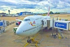 Avion de Boeing à l'aéroport international de Manchester. Images libres de droits