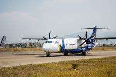 Avion de Buddha Air à l'aéroport de Katmandou, Népal Photo stock
