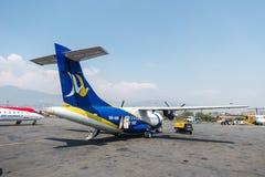 Avion de Buddha Air à l'aéroport de Katmandou, Népal Photos libres de droits