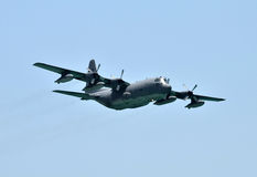 Avion de cargaison en vol Photographie stock libre de droits