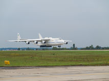 Avion de charge d'Antonov An-225 Mriya Photos stock