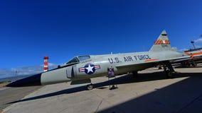 Avion de chasse de poignard de delta de l'U.S. Air Force Convair F-102A sur l'affichage au musée Pacifique d'aviation de Habor de Images stock