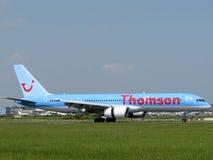 Avion de compagnies aériennes de Thomson Photographie stock