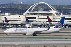 Avion de Continental Airlines Boeing 737 à l'aéroport international de Los Angeles Images libres de droits