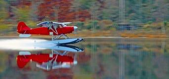 Avion de flotteur sur le lubnaig Ecosse de loch Photos stock