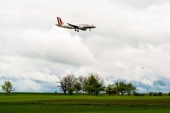 Avion de Germanwings approchant Stuttgart Image stock