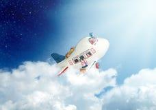 Avion de jouet dans le ciel Photo stock