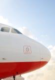 Avion de ligne à réaction de roulement sur le sol ..... Photographie stock libre de droits