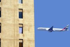 Avion de ligne aérienne d'émirats Photos stock