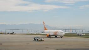 Avion de ligne aérienne de Gol roulant au sol à l'aéroport du ` s Santos Dumont de Rio de Janeiro Images stock