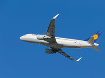 Avion de ligne d'Airbus A320-214 Photo stock
