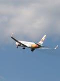 Avion de ligne lumineuse Boeing 767-3Q8ER (w) Images stock