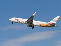 Avion de ligne lumineuse Boeing 767-3Q8ER (w), Anex-visite Image stock