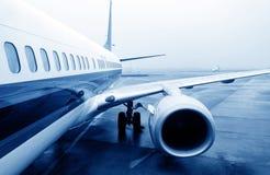 Avion de ligne sur le macadam Photographie stock libre de droits