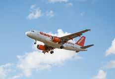 Avion de lignes aériennes d'Easyjet Photographie stock libre de droits