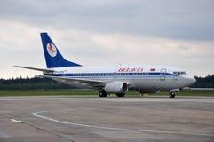 Avion de lignes aériennes de Belavia Photographie stock