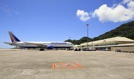 Avion de lignes aériennes de Transaero chez les Seychelles Photographie stock