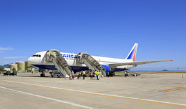 Avion de lignes aériennes de Transaero chez les Seychelles Images libres de droits