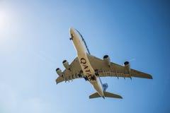 Avion de lignes aériennes du Qatar Image stock