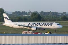 Avion de lignes aériennes de Finnair à l'aéroport Hongrie de Budapest Image stock