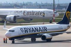 Avion de lignes aériennes de Ryanair à l'aéroport Hongrie de Budapest Photographie stock libre de droits