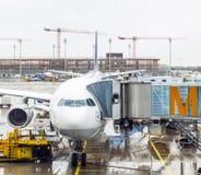 Avion de Lufthansa Airbus garé dessus Images libres de droits