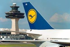 Avion de Lufthansa Airbus sur l'aéroport de Washington Photo libre de droits