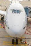 Avion de Lufthansa 747 garé dessus Photo libre de droits