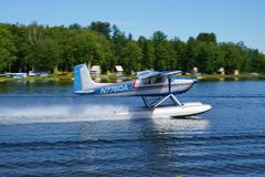 Avion de mer au capot de lac en Alaska Image stock