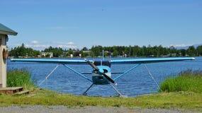 Avion de mer au capot de lac en Alaska Photographie stock libre de droits