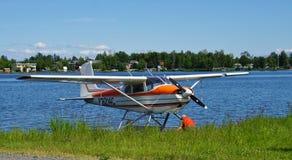 Avion de mer au capot de lac en Alaska Images libres de droits