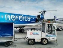 Avion de Nordica en aéroport Chopin Photographie stock