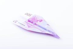 Avion de papier fait avec une note de l'euro 500 Photo stock