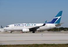 Avion de passager de Westjet Photo stock