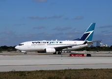 Avion de passager de Westjet Photos libres de droits