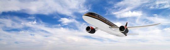 Avion de passager sur le ciel nuageux Photo libre de droits