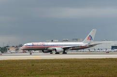 Avion de passagers américain de compagnie aérienne Photographie stock libre de droits