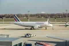 Avion de passagers d'Air France à l'aéroport Boryspil de l'Ukraine Photo stock