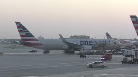 Avion de passagers d'American Airlines clips vidéos