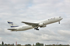Avion de passagers d'EL Al Boeing 767 Images stock