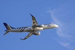 Avion de passagers de congé de la Hollande la piste Photographie stock