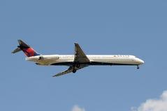 Avion de passagers de Delta Airlines Image libre de droits