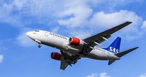 Avion de passagers de lignes aériennes de Scandanavian Boeing 737-700 Images stock
