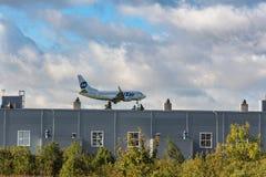 Avion de passagers de la ligne aérienne Utair Photos stock
