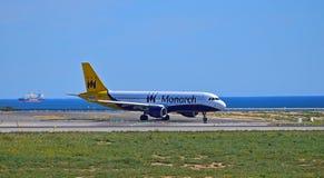 Avion de passagers par la mer Image libre de droits