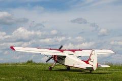 Avion de propulseur Yak-12A sur l'aérodrome photo stock