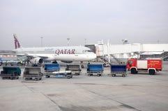 Avion de Qatar Airways à Budapest, Hongrie Photo libre de droits