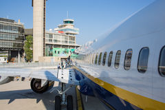 Avion de Ryanair de ligne aérienne de coût bas sur le macadam Photos libres de droits